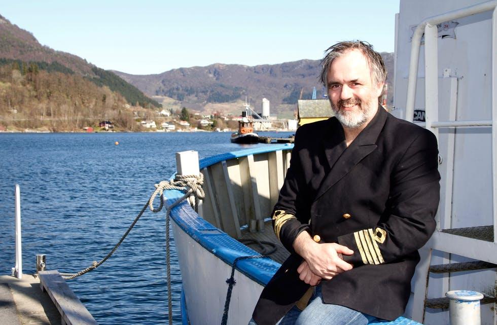 Sveinung Bjelland er kapteinen i Pakkers, og får inspirasjon til nye låtar når han er i nærleiken av salt sjø, fjell og fjord. Foto: Grethe Hopland Ravn